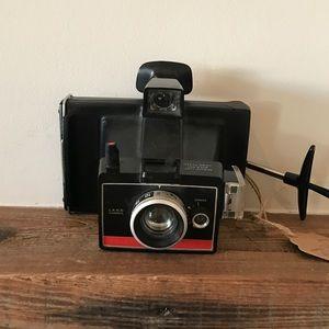 Vintage Accessories - SOLD✨VINTAGE POLAROID INSTANT CAMERA